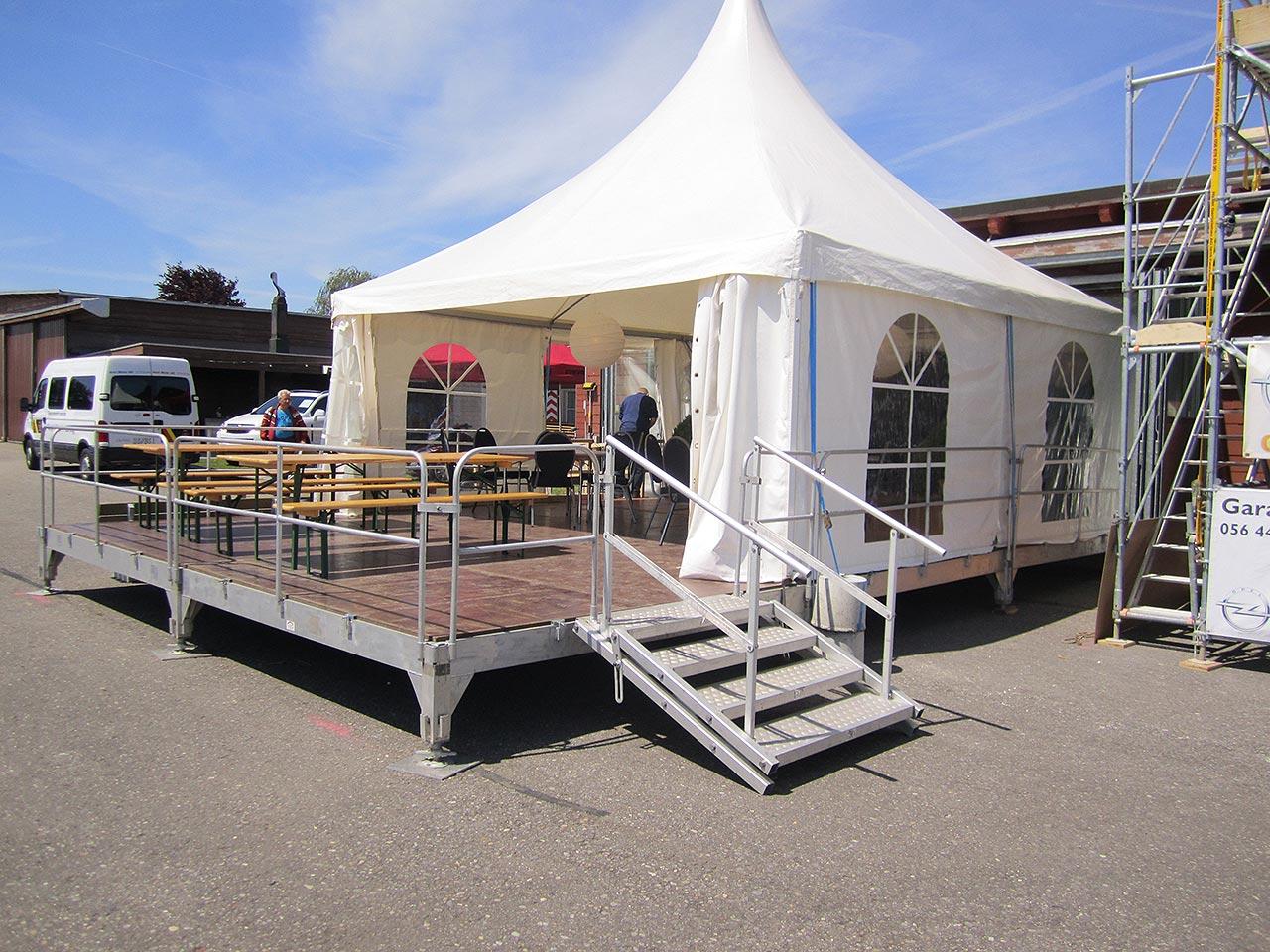 Festmobiliar Festzelte Pagode auf Bühne